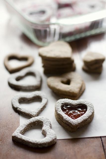 Linzer heart cookies with raspberry jam | cibi | Pinterest