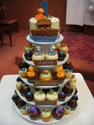 Cutest idea for kid's birthday - smash cake on top of cupcake arrangement.