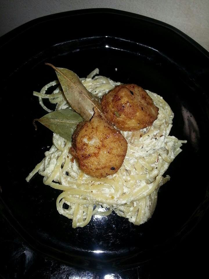 Pan seared scallops with linguine in parmesan lemon garlic sauce