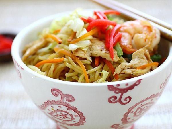 Yakisoba (Japanese fried noodles) recipe | Food | Pinterest