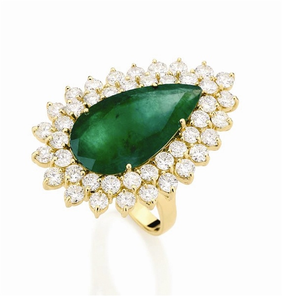 pear shaped emerald ring joaillerie
