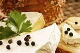 20 -  Para que tengan un correcto sustento les enseña a producir un delicioso producto en sus mesas como es el queso. Producto que desde el comienzo protagonizó la historia y las preferencias de los humanos, no solo por sus variados y exquisitos sabores sino también por su valor calórico y nutritivo.