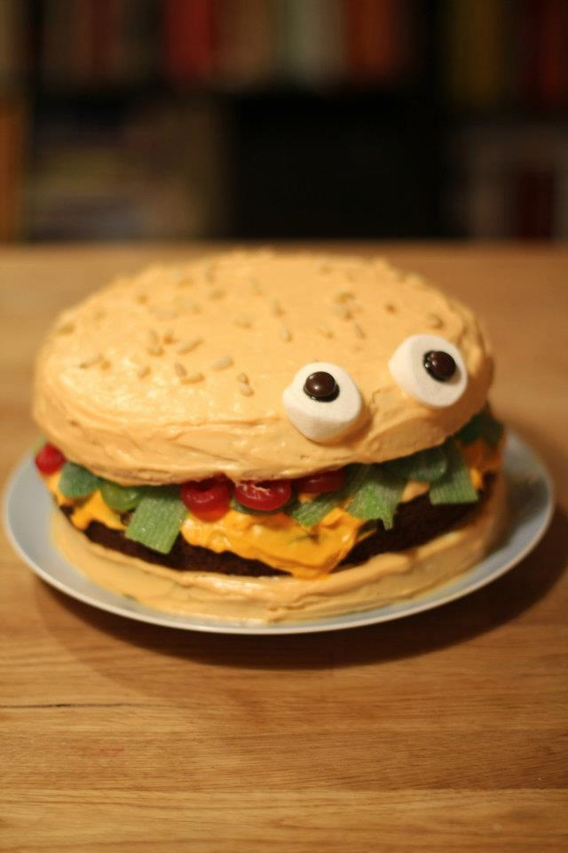 Cheeseburger Cake! Perfect bday idea for my freind jenny :)