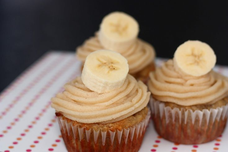 Banana Cupcakes with Honey-Cinnamon Frosting - Je suis alimentageuse
