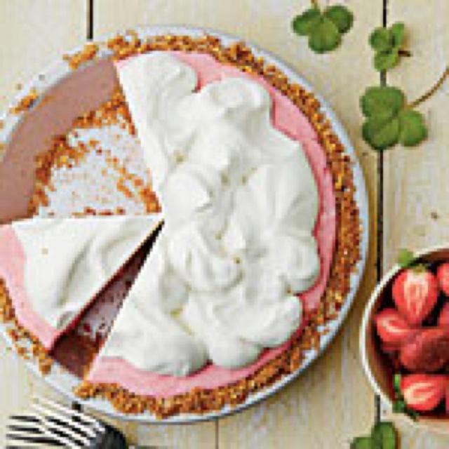 Strawberry pretzel icebox pie | How Sweet It Is... | Pinterest