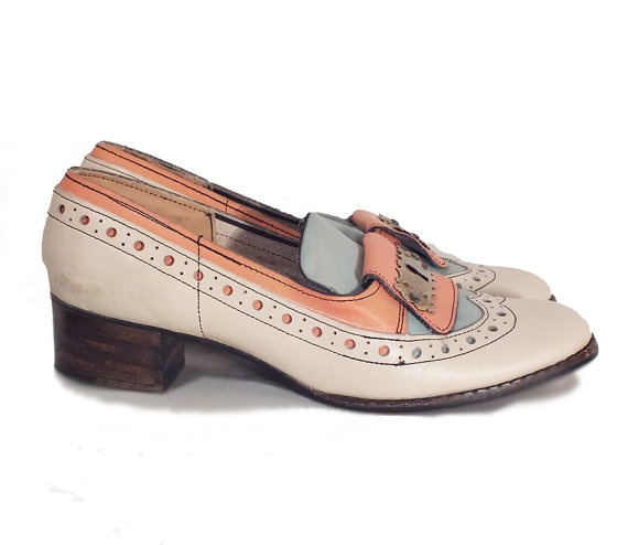 1950s saddle shoes / cream and coral leather size 6 by BonfireVintage