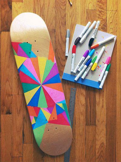 seu skate com canetinhas marcadores permanentes skateboard