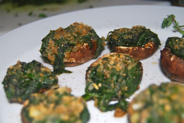 Spinach stuffed mushrooms | SuzyHomemaker | Pinterest