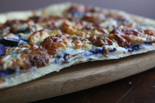 Purple potato pizza with caramelized onions and Rosemary @ In good ...