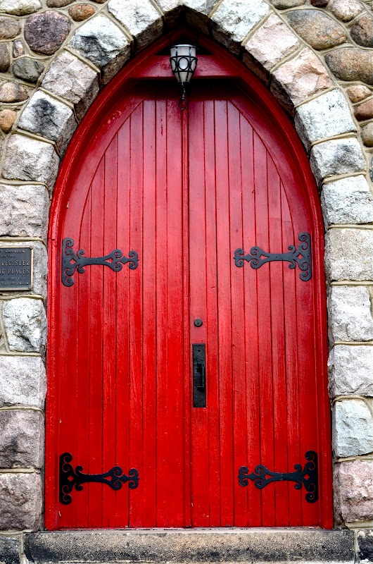 Red door stone castle doors knobs knockers pinterest for Door of stone