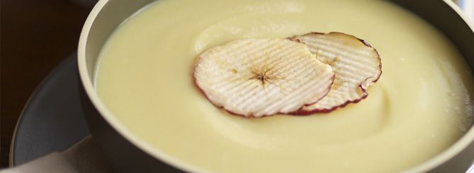 Parsnip and vanilla soup with apple crisps