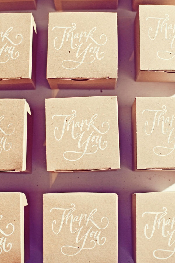 The calligraphy on these thank you favour boxes are so pretty.