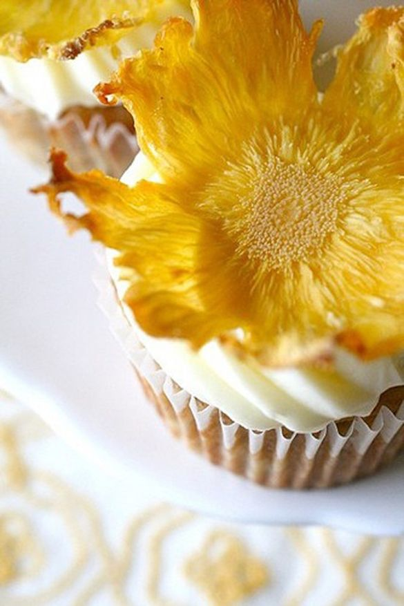 Dried pineapple flowers | Cake Decorating | Pinterest