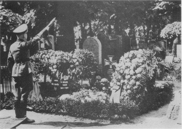 Reinhard Heydrich Funeral Heydrich's grave in Be...