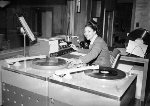 Mary Dee Dudley, one of the nation's first black female disc jockeys, was in the air chair at a special Hill District studio for what was then known as WHOD (860) in Homestead. (Pittsburgh Courier archives)