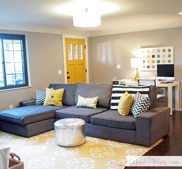 navy, gray, and yellow. love the rug!