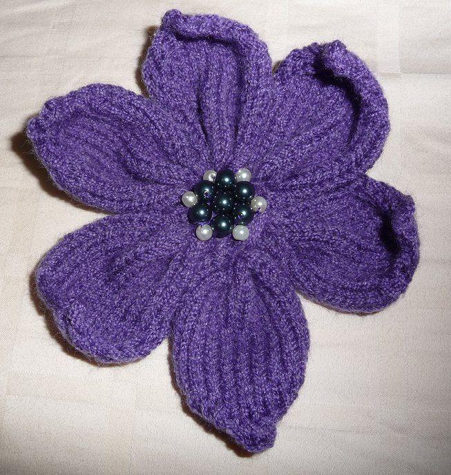 Free Knit Flower Pattern : Knitted 6 Petal Flower pattern Food and drink Pinterest