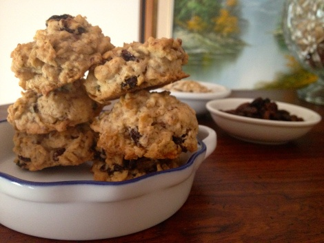 thick & chewy oatmeal raisin cookies. #vegan & gluten free