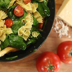 Pasta with Fresh Spinach, Tomatoes and Roasted Garlic — Punchfork