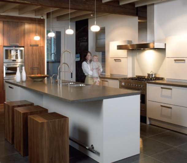 Afstand Keuken Kookeiland : Keukeneiland Klein : Mooie robuuste krukken bij de bar het kookeiland