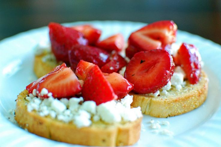 Goat cheese and strawberry bruschetta | Desserts | Pinterest