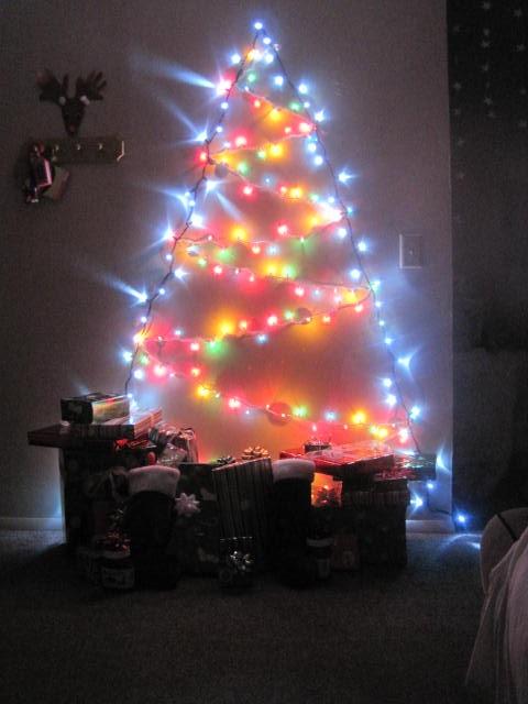 Wall Covering Christmas Lights : Tree lights on the wall ~ cute idea! Christmas Pinterest