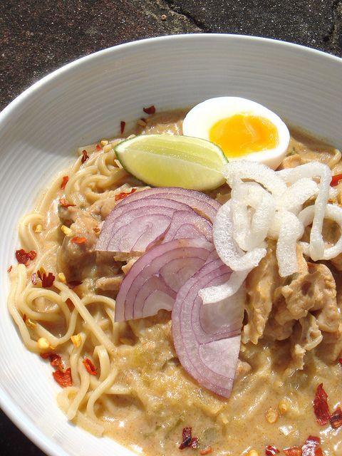 Burmese Chicken Ohno Kaukswe - Burmese Chicken Coconut soup - I would ...