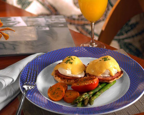 classic canadian bacon eggs benedict recipes dishmaps classic canadian ...
