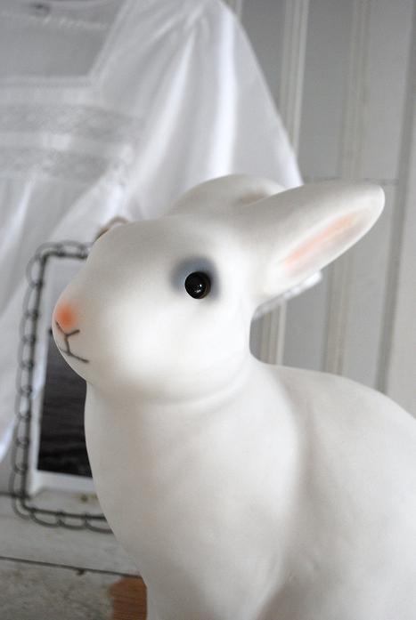 Julias vita drömmar - Kaninlampa - vit