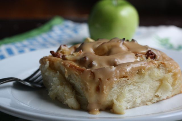 Caramel Apple Sticky Buns. Breakfast? Dessert? Either way, looks great ...