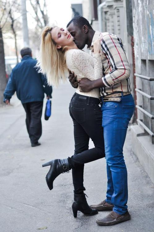 white girl kissing black man № 159755