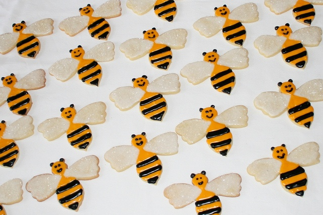 Bumblebee sugar cookies | Royal icing cookies | Pinterest