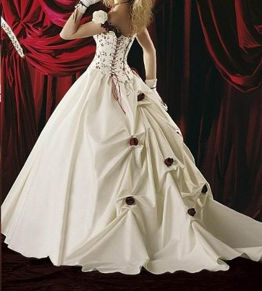 Brautkleid romantisch mit Rosen: http://www.brautkleid-brautkleider ...