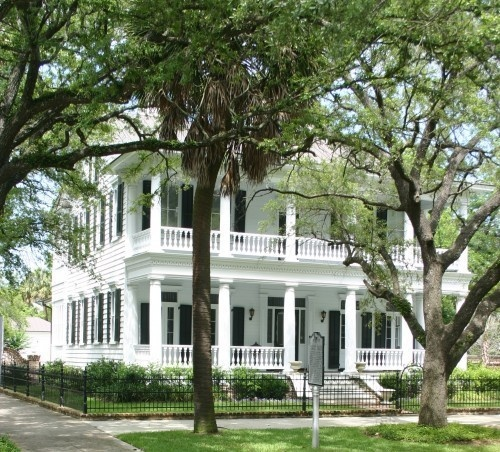 Old southern house home sweet home pinterest for Old southern style homes