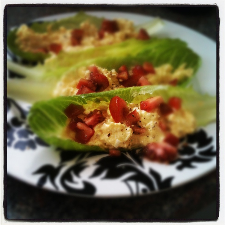 Egg salad stuffed romaine with tomatoes! Delicious and satisfying ...