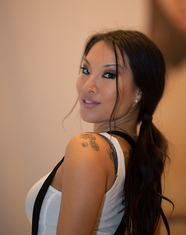 Young asian hottie Asa Akira fucked in her shaved pussy and facialized № 1464382 бесплатно