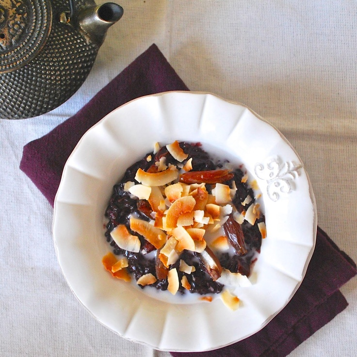 Black sticky rice porridge with coconut and dates