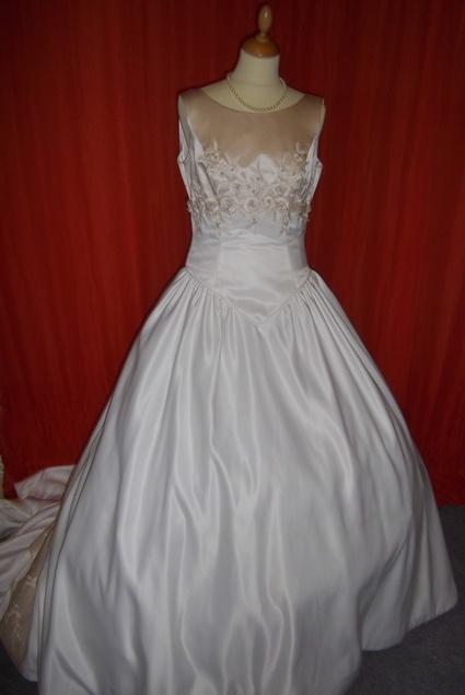 Robe de mariée  Robes de mariée et articles de mariage doccasion ...