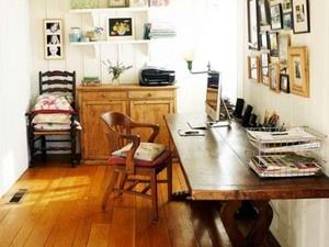 Madeira da cabeça aos pés! A decoração rústica pode trazer um clima do campo para dentro da sua casa.