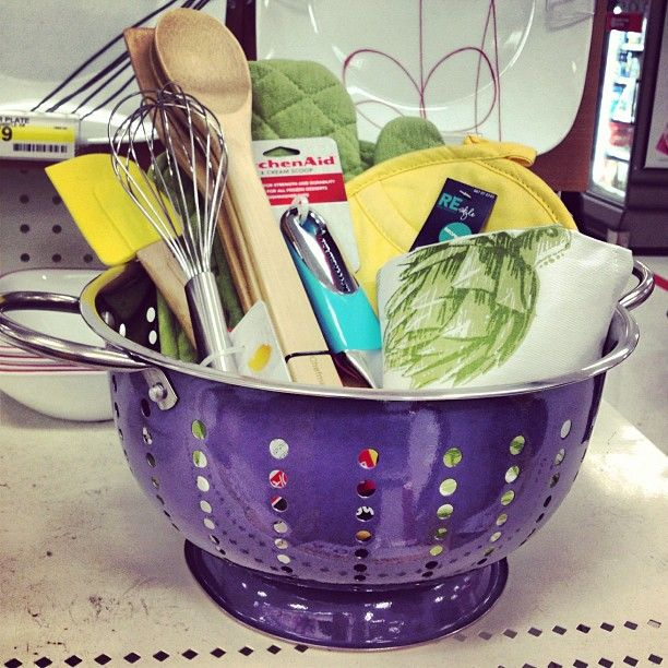 Create a fun kitchen gift basket in a colander. #GiftIdea # ...
