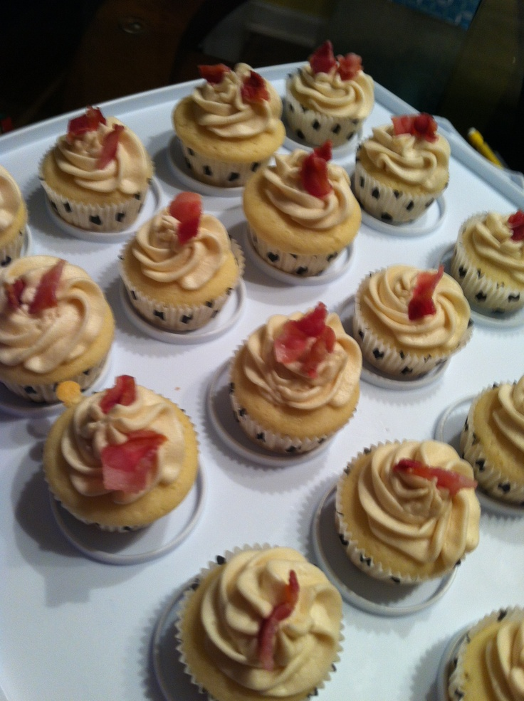 Pancake cupcakes with maple syrup & bacon buttercream | Foods to try ...