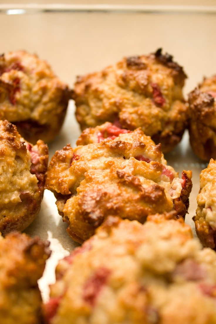 Healthy Strawberry Oatmeal Muffins -- I would use real sugar or honey ...