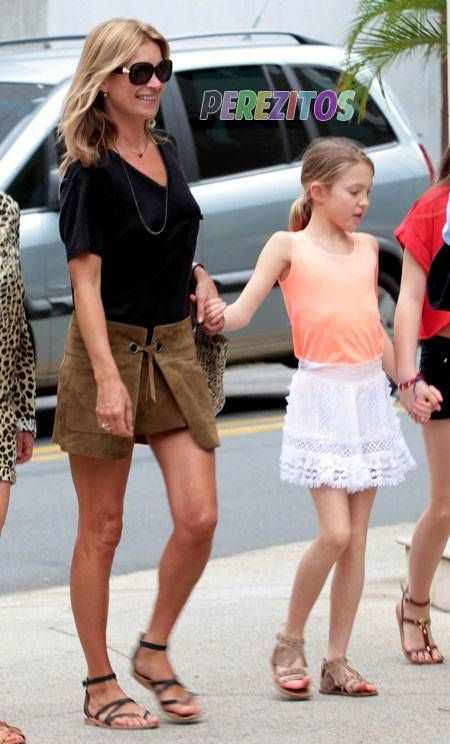 kate moss daughter lila shopping sao paulo brazil