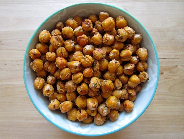 spicy oven-roasted chickpeas | Food | Pinterest