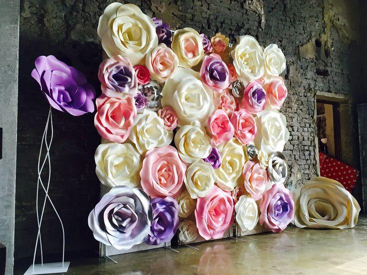 Большие цветы из бумаги своими руками для украшения стены 89