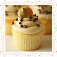 Chocolate Chip Cookie Dough Cupcakes   Yummy Cupcakes.
