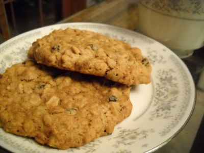 Oatmeal Currant Cookies by EclecticRecipes.com #recipe
