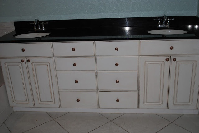 White with brown glaze kitchen cabinets by liberty usa for Kitchen cabinets zionsville