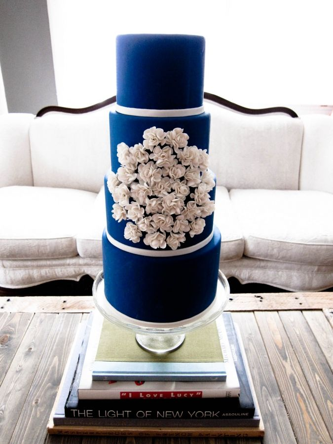 Navy blue wedding cake Keywords: #weddings #navyblueweddingcakes  #inspirationandideasforweddingplanning #jevel #jevelweddingplanning Follow Us: www.jevelweddingplanning.com www.pinterest.com/jevelwedding/ www.facebook.com/jevelweddingplanning/ https://plus.google.com/u/0/105109573846210973606/ www.twitter.com/jevelwedding/