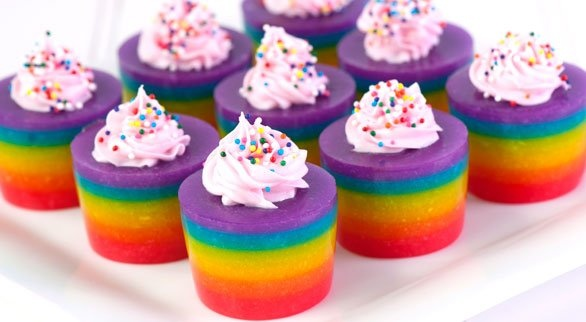 Double Rainbow Cake Jelly Shot. Looks pretty and yummy!